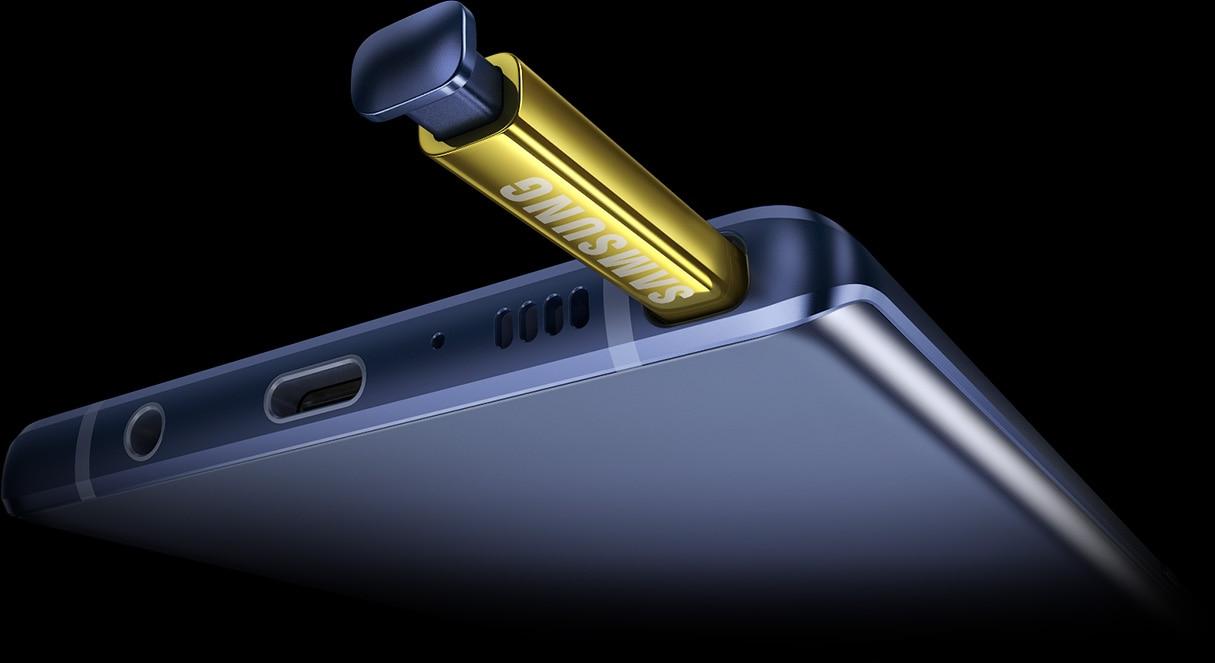Primer plano de Galaxy Note9 con el S Pen expulsado suavemente