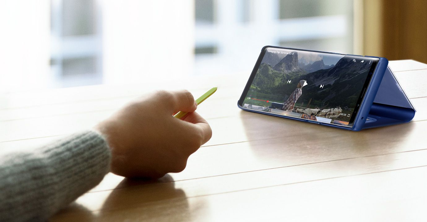 Image of person controlling YouTube video with S Pen