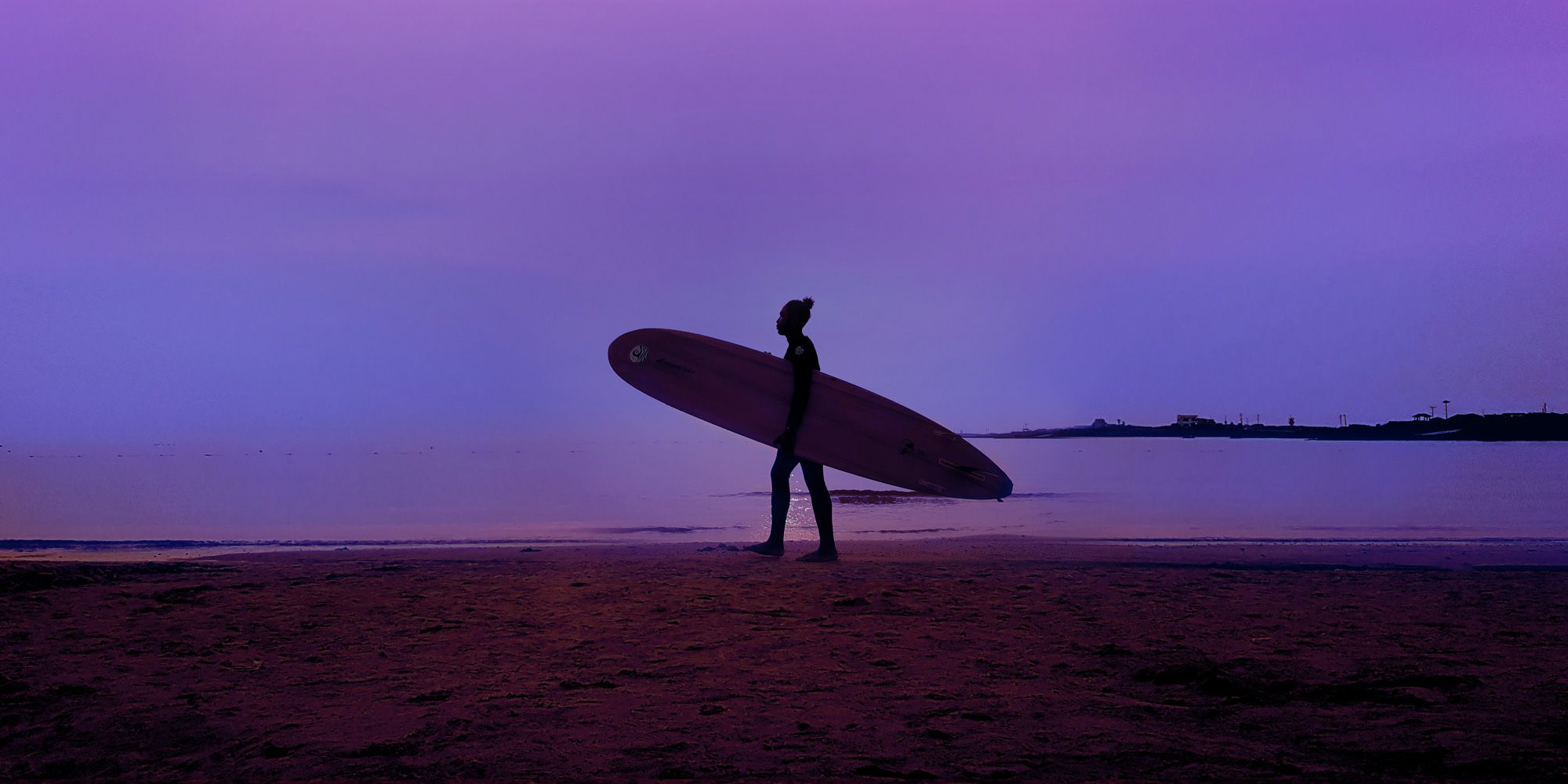 Galaxy Note8 in landscape mode with an image of a woman holding a surfboard against a dusky purple sky
